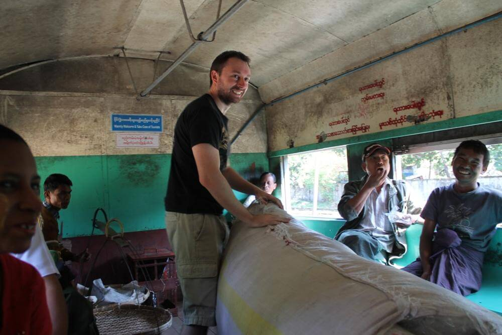 yangon tour by circular train 4