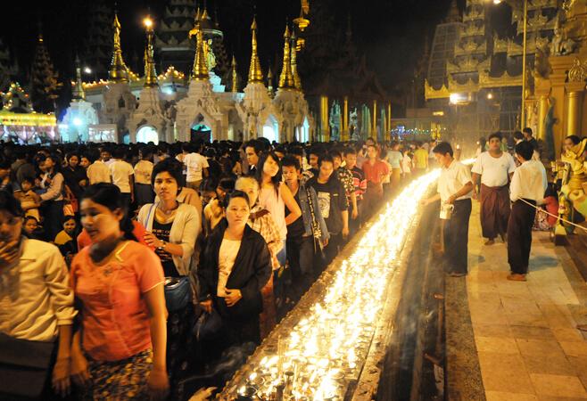 shwedagon pagoda festivals 11