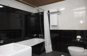 Hotel Esta - Deluxe Double with Bathtub