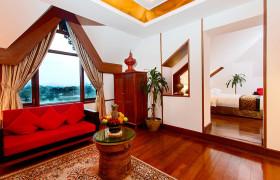 kandawgyi palace hotel - lake front deluxe