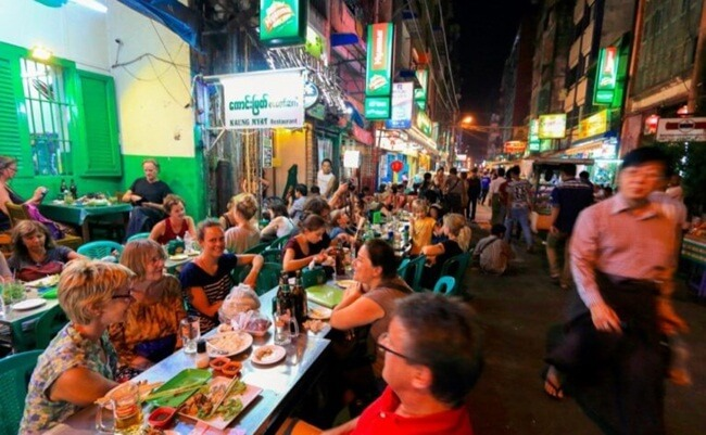 things to see and do in Yangon at night 4